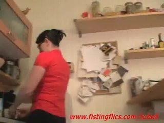 Amateur femme anal fisted en la cuisine