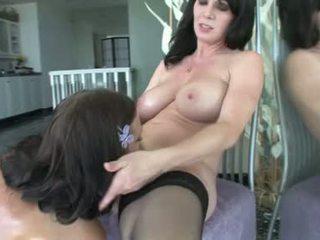 Ivy winters και rayveness καυλωμένος/η λεσβιακό babes πάρει dildo σεξ