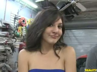 Layla storm earns extra specie čiulpimas nuo mechanic į garage