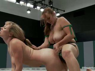 Adrianna nicole dan bella rossi bermain seks permainan xxx permainan bersama bersama dengan sebuah strapon malah dari gulat