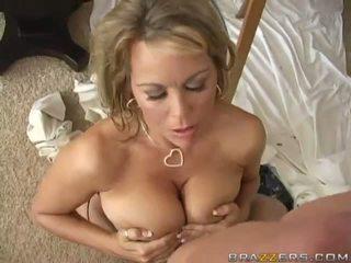 Brunette Milfs Sucks Cock