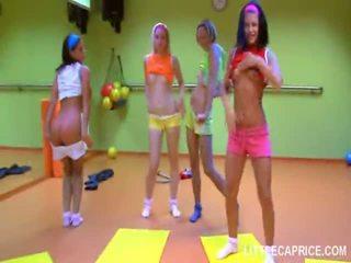 Patru smut adolescenta fete do aerobics împreună și penis suge shaft