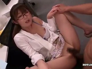 Japońskie dziewczyny attacked fascinated sister w living roo