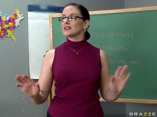 Tristyn kennedy fucks a liels loceklis uz the klasesistaba video