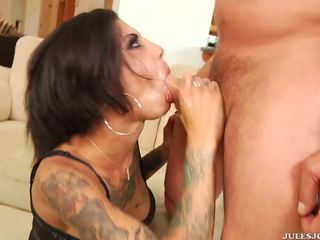 Salvaje anal penetration y facial para tattooed bonnie rotten.