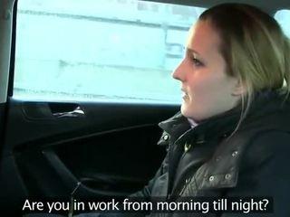 Fake taxi driver anally fucks ब्रुनेट पर बॅक्सीट
