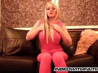 -ban ágy -val faith - rózsaszín tights