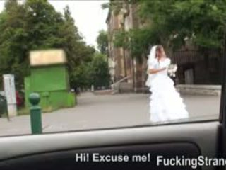 Desperate ब्राइड amirah adara gets गड़बड़ somewhere में पब्लिक