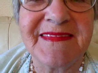 Бабуся puts на її губна помада потім sucks молодий пеніс відео