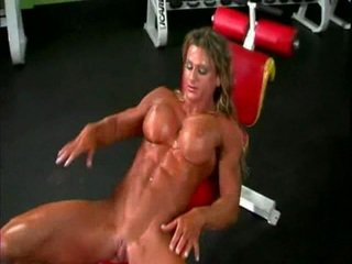Hubo't hubad bodybuilder babae may malaki tinggil