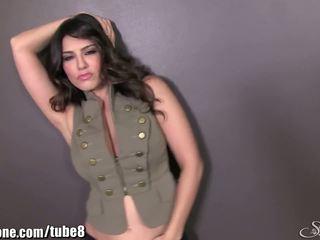 Sunnyleone sunny leone w jej armia outfit! nowy solo!