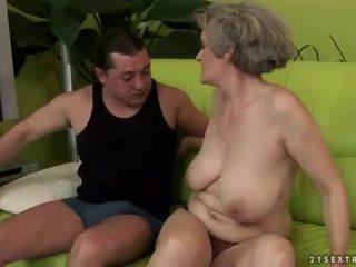 Pechugona abuela enjoys desagradable sexo