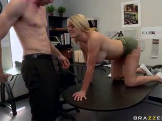 Lascivious krissy lynn stuffs ل هائل meatpole عميق في أن guyr فم حتى هي chokes