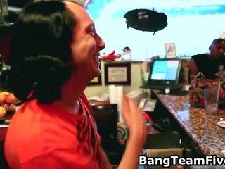 Bar hopping, bartender prihajanje izmenjevanje