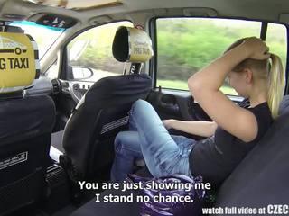 Checa taxi - rubia adolescente gets paseo de su vida