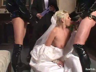 Yang pengantin perempuan double menghisap zakar