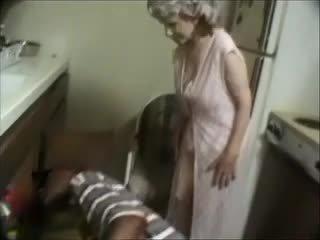 Tim gjyshja me një e zezë dude