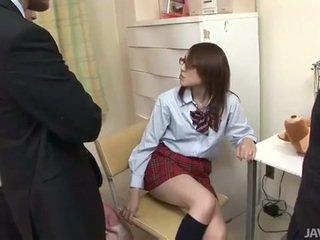 اليابانية في سن المراهقة rino mizusawa أقرن ضربة قرع