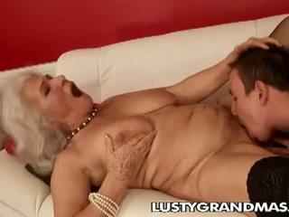 Lusty grandmas: جدة norma عاهرة لا يزال loves سخيف