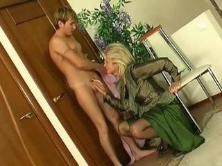 Blond milf sisse sukad fucks younger guy