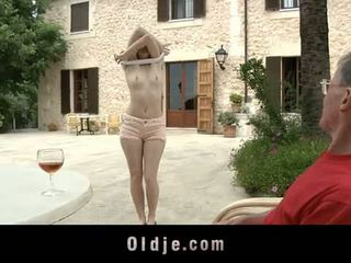 Oldje: denisa heaven screwed द्वारा an पुराना आदमी outdoors