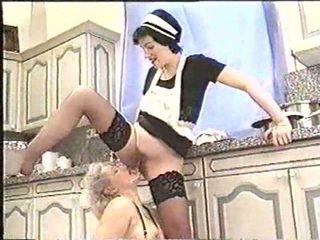Piss; ώριμος/η γυναίκα drinks maids piss