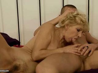 جدة gets لها أشعر كس مارس الجنس شاق