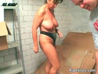 Mature brunette slut suck on hard cock