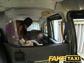 Faketaxi sexy amerikane falls për i vjetër taxi mashtrim