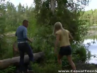 Casual rumaja bayan - hitchhiker fucked in the woods