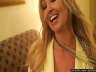 moro store bryster alle, nylon alle, blond