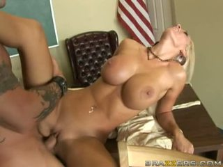Sex Bombshell Lichelle Marie Acquires Her Favourite Doze Of Cum After A Nice Fuck