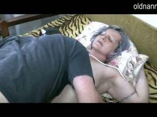 Γριά γιαγιά πάρει μουνί licked με νέος guy βίντεο
