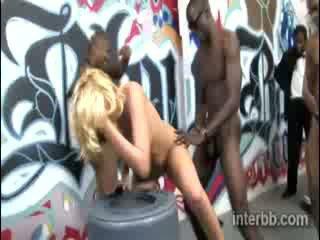 Extremely minunat puicuta blond prostituata katie summers gets gangbanged