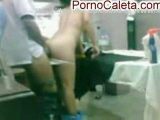 Se la folla mientras ella plancha wwwpornocaletac