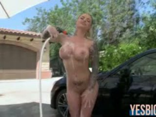 Perfect assed carwash babe christy mack gets poesje rammed