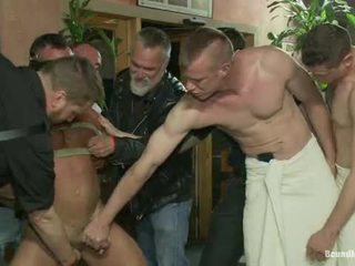 Muscle mate gangbanged アット クラブ eros セックス クラブ