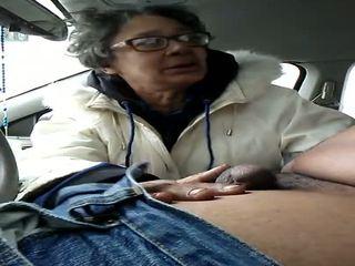 סבתא שרמוטה gumjob בליעה, חופשי זרע ב פה הגדרה גבוהה פורנו f2