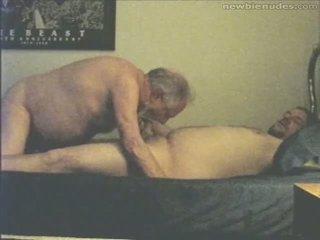 Vectēvs has jautrība ar grandson