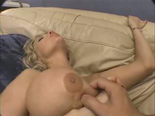 巨大な 乳首 成熟した アナル.
