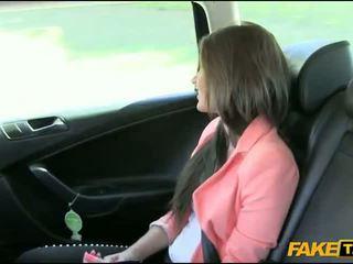 جميل الهاوي امرأة سمراء فتاة nailed بواسطة fake driver