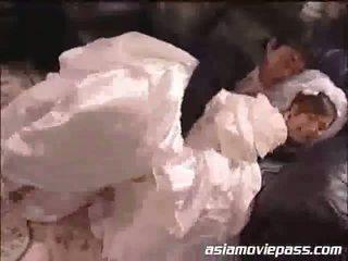 Yua aida yang pengantin perempuan dan yang bestman