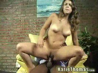 Katie gets slammed av en svart guy