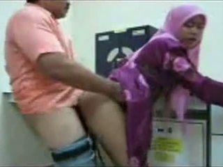 Hijab văn phòng quái
