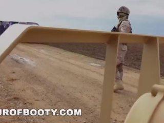 gratis militair, arabisch tube, uniform neuken