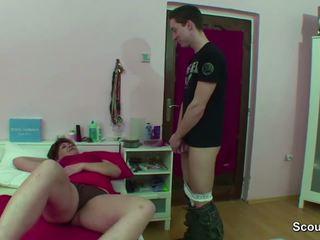 Äiti pyydettyjen saksalainen pojat nykiminen kun wake ylös ja saada naida