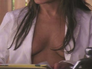 een brunette, grote borsten, kijken poema kanaal