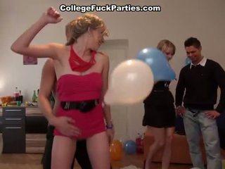 een tiener sex scène, hardcore sex tube, vers groepsseks thumbnail