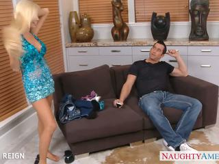 Cantik tasha reign gives oral seks