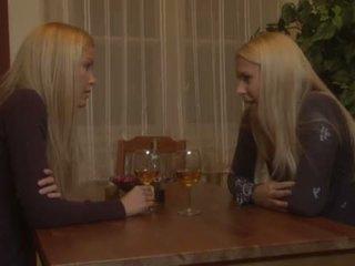 Brandy nụ cười và sophie moone đồng tính nữ vui vẻ